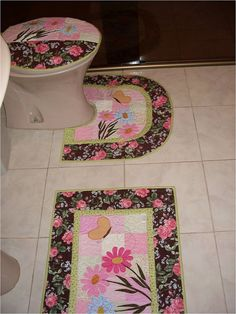 Sewing for Home Diy Arts And Crafts, Diy Crafts, Sewing Hacks, Sewing Projects, Tutorial Patchwork, Bathroom Crafts, Free Machine Embroidery Designs, Patch Quilt, Mug Rugs
