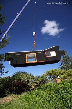 Colocación de la vivienda modular sobre una base en el terreno