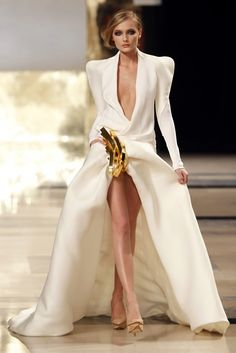 Stephane Rolland Spring Summer 2011 at the Paris Haute Couture.