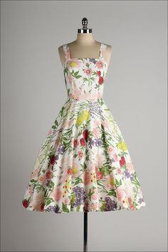 vintage 1950s dress . floral print cotton .