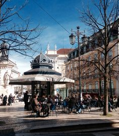 A lovely sunny day in Chiado. Spring is coming!