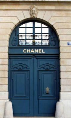 Door to Coco Chanel's Original Atelier, Paris, France. -will definitely take pictures of all the doors when I go to France! Porte Cochere, Thema Paris, Place Vendome Paris, Place Vendôme, Belle Villa, French Blue, Coco Chanel, Chanel Paris, Chanel Logo