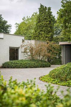 Onze tuinen - Stijn Phlypo Tuindesign Patio Design, Garden Design, Buy Plants Online, Minimalist Garden, Low Maintenance Garden, Garden Architecture, Parcs, Gardening, Garden Inspiration