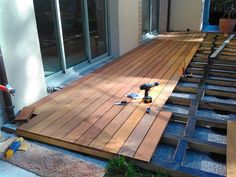 House Fence Design, Courtyard Design, Garden Design, Backyard House, Backyard Landscaping, Outdoor Flooring, Wooden Flooring, Diy Wooden Floor, Design Cour