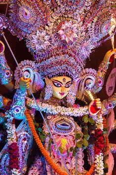 Navratri Puja will help you overcome all your negativities. Flourish with wealth on this Navratri by offering Homam to Lakshmi, Saraswathi & Durga. Maa Durga Photo, Maa Durga Image, Lord Durga, Durga Maa, Happy Durga Puja, Kali Hindu, Lord Krishna, Durga Images, Ganesh Images