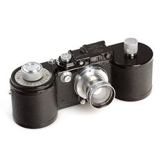I want a Leica.    This is the Leica 250GG 1939.  Retro cool.