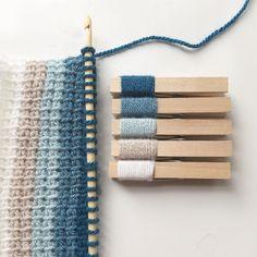 54 vind-ik-leuks, 7 reacties - Cat Thomas (@_cat.thomas) op Instagram: 'Day 17: New skill. Tunisian crochet. Making the most of the free hook from @simplycrochetmag. Not…'