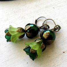 Lime Lily Forest Green Tulip Dark Green Glass Pearl Antique Bronze Leverback