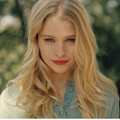 Emilie De Ravin - Added to Beauty Eternal - A collection of the most beautiful women. fem-beauty-choice: (via Pin by jasmine zenetti on Emilie de Ravin Emilie De Ravin, Blond Haircut, Most Beautiful Women, Beautiful People, Gorgeous Girl, Rose Hathaway, Beauty Women, Beauty Girls, Short Hair Styles