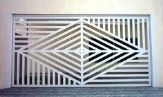 Resultado de imagen para portões basculantes preços House Main Gates Design, House Front Design, Door Design, Steel Gate Design, Iron Gate Design, Balcony Railing Design, Window Grill Design, Metal Gates, Wrought Iron Doors