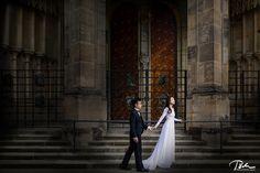 pre wedding photo prague castle