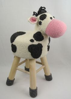 Animal Stool Cow to Show a pattern of Anja. Nice as decoration in the children's room. Crochet Cow, Cute Crochet, Crochet Animals, Knitting Projects, Crochet Projects, Stool Covers, Crochet Buttons, Crochet Cushions, Sewing Toys