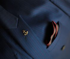 PIETER PETROS    NAVY I   The jacket and cuff-buttons are stitched with a maroon colored thread which is the same as the stripes on the jacket.