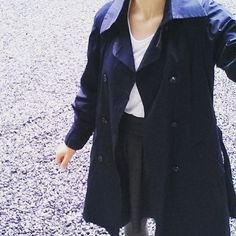 Journée magnifiquement grise et pluvieuse, occasion parfaite de sortir à nouveau mon trench burda, avec ma jupe #ddchardon #mmmay16 #jeportecequejecouds Laissez Lucie Faire, Occasion, Raincoat, 21st, Instagram Posts, Jackets, Fashion, Military Field Jacket, Going Out