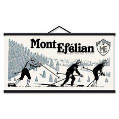 """Toile décorative murale en coton, avec bois et cordelette de suspension.  Mont Efélian """"La station"""" A 1983 m. d'altitude, découvrez cette petite station du Mont-Efelian. En famille ou entre amis, les 30 km de pistes vous permettrons de vous adonner au ski de fond, à la luge, et à la descente!"""
