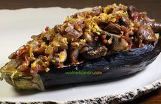 L'aubergine est cuite d'abord a la vapeur, puis confite au four. Champignons et oignons sautez a la poêle, ajoutés au riez. Recette sur le blog Four, Fondant, Beef, Philly Cream Cheese, Onions, Drizzle Cake, Wild Rice, Mushroom Recipe, Meat