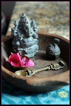 Lord Ganesh ¡¡ वक्रतुण्ड महाकाय सुर्यकोटि समप्रभ निर्विघ्नं कुरु मे देव सर्वकार्येषु सर्वदा Vakra-Tunndda Maha-Kaaya Surya-Kotti Samaprabha Nirvighnam Kuru Me Deva Sarva-Kaaryessu Sarvadaa !! Meaning: 1: O Lord Ganesha, of Curved Trunk, Large Body, and with the Brilliance of a Million Suns, 2: Please Make All my Works Free of Obstacles, Always.