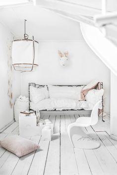 © Paulina Arcklin | KIDS ROOMS - ALICE THE BUNNY
