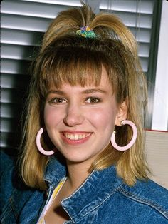 Debbie Gibson may not have invented the whale-spout ponytail, but she made nearly every young girl reach for a scrunchie and tie one on. The modern-day update? A looser version for maintaining volume as you sleep. 80s Costume, 80s Party Costumes, Stage Outfit, Look 80s, 80s Party Outfits, 90s Theme Party Outfit, Style Année 90, 1980s Style, 80s Prom