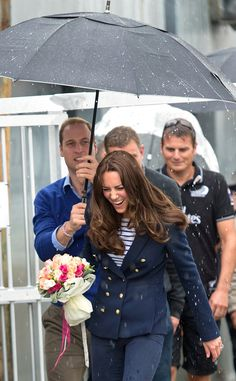 Kate wore a Zara blazer, skinny jeans, striped Me + Em top and Stuart Weitzman wedges to the Auckland Harbor where the royal couple competed...