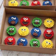 Sesame Street Birthday Cakes, Elmo Birthday Cake, Sesame Street Cupcakes, Sesame Street Cake, Elmo Cake, 1st Birthday Themes, 2nd Birthday Parties, Birthday Ideas, Elmo Party