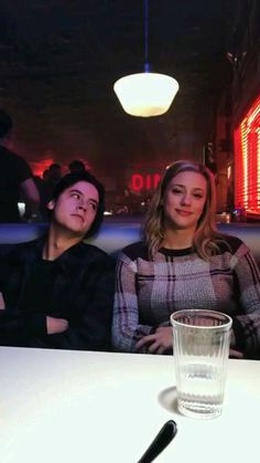 Everyone should have someone to look at them the way Jughead looks at Betty❤️
