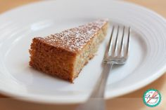 This Brown Butter & Hazelnut Cake is airy and light... Ok not so light... but it definitely is a perfect cake for those who don't have a sweet tooth! - Este Pastel de Mantequilla Dorada y Avellanas es liviano… Bueno no tan liviano, pero un pastel delicioso para quienes no les gustan los postres muy dulces.