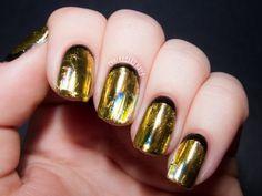10 Glittery Gold Nail Art | Young Craze