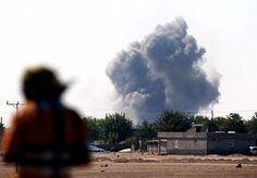 9-Oct-2014 8:32 - KOERDEN ONVERZETTELIJK IN HELS KOBANI. Ambulances en lijkwagens rijden af en aan in het stadje Suruc, slechts een paar kilometer van het front waar Koerdische en IS-strijders een...