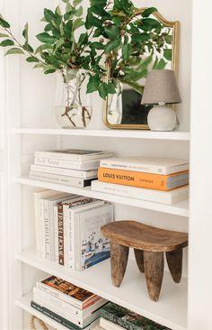Bookshelf Styling, Bookshelves Built In, Living Room Inspiration, Home Decor Inspiration, String Shelf, Aesthetic Space, Heavy Jacket, Archi Design, Mid Century Modern Decor