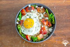 Trade in boring, microwave oats for the real deal with these tricked-out recipes. Healthy Dishes, Healthy Salad Recipes, Whole Food Recipes, Vegetarian Recipes, Cooking Recipes, Savory Oatmeal Recipes, Oatmeal Toppings, Macro Friendly Recipes