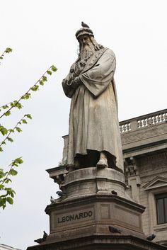 Andrea Luciano Ninni  --  leonardo da vinci  utilizzando sigma 70-300 statua di leonardo da vinci ... piazza della scala a milano!!!