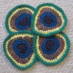 Peacock Badges by ReveDreams  Free Pattern: www.revedreams.co...  #TheCrochetLounge #crochet #peacock