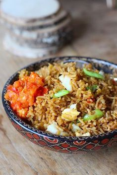 In Indonesia you will have breakfast with Nasi Goreng, the ragged white rice of the day … - Easy Food Recipes Healthy Slow Cooker, Quick Healthy Meals, Vegetable Recipes, Vegetarian Recipes, Healthy Recipes, Comida India, Asian Kitchen, Good Food, Yummy Food