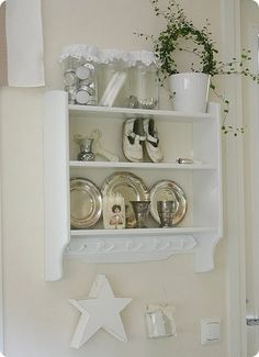 love the painted look of this plate rack