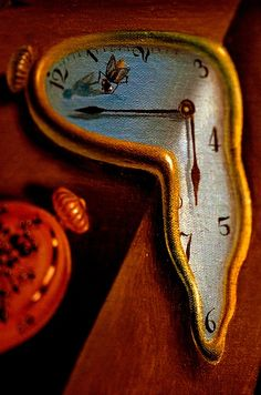 """Close-up photo of a melting clock in Salvador Dali's painting 'The Persistence of Memory"""". Salvador Dali Gemälde, Salvador Dali Paintings, Dali Clock, Figueras, Melting Clock, Surrealism Painting, Magritte, Art Moderne, Abstract Art"""