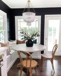 Black shiplap is a big YES in my opinion! My friend Erin from theheartandhaven recently replaced her wallpaper with this dramatic and painted in Black Panther Dining Room Design, Kitchen Design, Built In Dining Room Seating, Dining Room In Kitchen, Bench Dining Room Table, Kitchen Nook Bench, Craftsman Dining Room, Banquette Seating In Kitchen, Small Dining Area