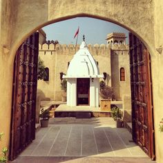 Entering the Mihir Garh Hotel, Jodhpur.