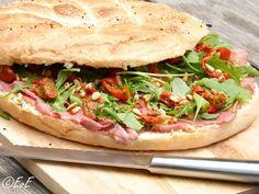 belegd turks brood met rosbief(of salami of parmaham)met tomaatjes, rucola en pijnboompitjes