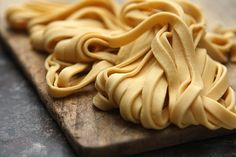 how to make fresh pasta. as a child, we often did this and i have very fond memories of munching on little bits before they were dropped in water. the texture of fresh pasta is absolutely the best ever. Think Food, I Love Food, Homemade Pasta Dough, Homemade Ravioli, Pasta Recipes, Cooking Recipes, Cooking Tips, Cooking Classes, Fresh Pasta