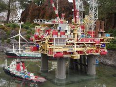 Check it out a Lego Oil Rig Legos, Lego Sculptures, Lego Club, Lego Ship, Amazing Lego Creations, Lego Toys, Lego Worlds, Oil Rig, Lego Design