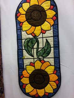 Stained glass window technique in this quilt