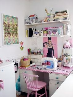 This is adorable and gives me great ideas for her little sewing nook I'm going to create! Sewing Nook, Sewing Room Decor, Sewing Spaces, Sewing Room Organization, My Sewing Room, Craft Room Storage, Craft Rooms, Small Sewing Space, Coin Couture