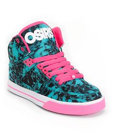 The NYC 83 Slim is a girls skate shoe a with bright a blue and black tie dye upper, vulcanized sole for better looks and feel, high-top skate shoe silhouette, combination lacing system for improved fit, and tons of street style that looks good from New Yo