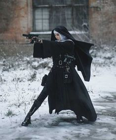 Nuns in the anime: - iFunny :) Action Pose Reference, Human Poses Reference, Action Poses, Photo Reference, Mode Cyberpunk, Photographie Portrait Inspiration, Poses References, Drawing Poses, Character Outfits