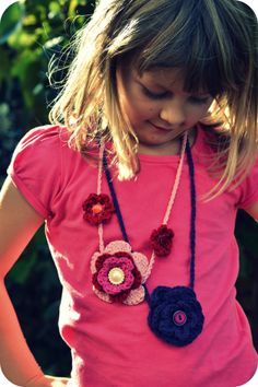 Crochet flower necklace pattern...Two different flower necklaces and the patterns are free!