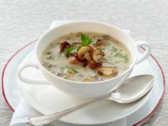Leichte Suppen - köstliche Schlank-Rezepte - feine-pilzsuppe Rezept