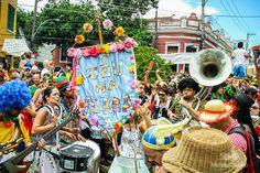 São opções para todos os gostos em todos os cantos da cidade, com blocos tradicionais e estreantes na folia carioca como o Enquanto Corria o Bloco