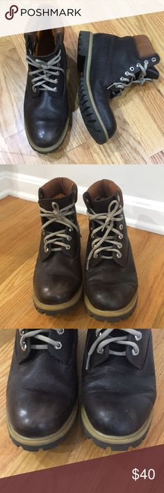Men's Timberland boots Excellent used condition leather Timberland boots (92558). A few scuffs on the toes and heels as shown. Note the laces aren't the same as the cover shot. Size 9.5 Timberland Shoes Boots
