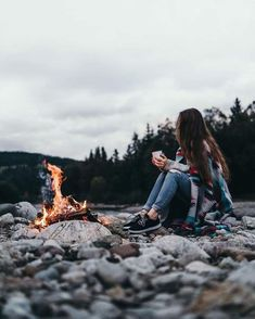 Cozy evening 🔥 Photo by Photography Poses Women, Autumn Photography, Girl Photography Poses, Amazing Photography, Travel Photography, Cute Girl Poses, Cute Girl Pic, Girl Photo Poses, Adventure Aesthetic